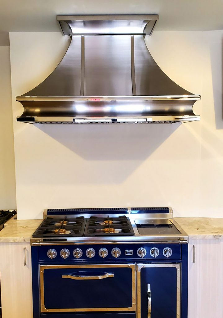 Contemporary stainless steel range hood (109)
